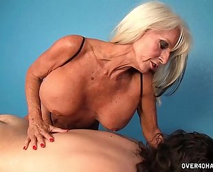 Mature masseuse cook jerking