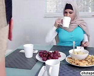 Muslim mom give a oral pleasure to hawt legal age teenagers boyfriend during the time that in dinner