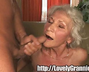 Old granny gets her pussy stuffed