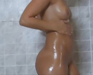 Alexis Texas shower room